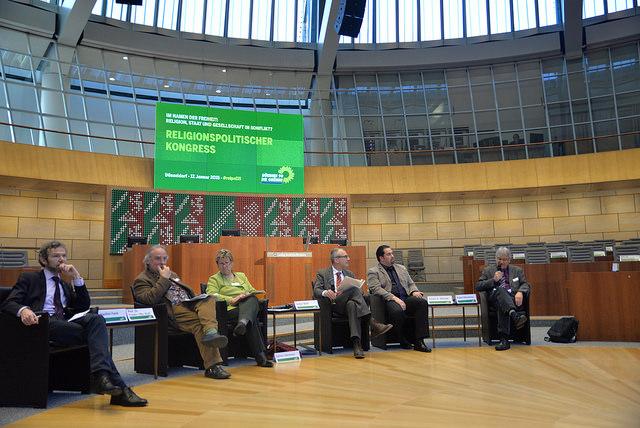 Das Podium der Abschlussdiskussion: Joachim Frank, Frieder Otto Wolf, Sylvia Löhrmann, Volker Beck, Aiman A. Mazyek, Rafael Nikodemus